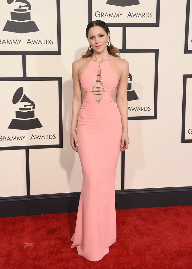 katharine-mcphee-grammy-2015-red-carpet