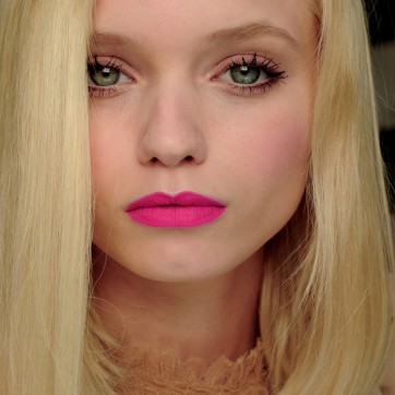 abbey-lee-neon-lips