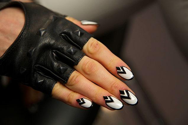 covergirl-star-wars-stormtrooper-nail-art
