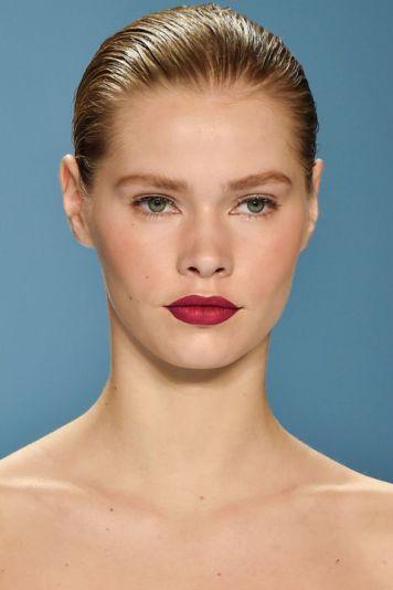 hbz-fw2015-trends-beauty-90s-red-lip-herrera-clp-rf15-0506_1