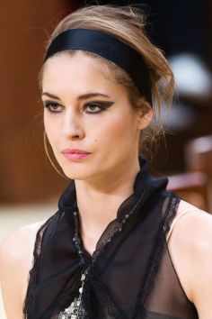 hbz-fw2015-trends-beauty-graphic-lines-chanel-clp-rf15-8309