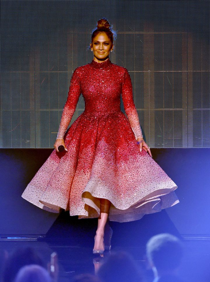 gallery-1448250319-jlo-red-dress