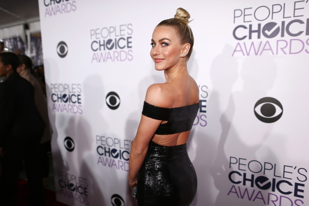 julianne-hough-peoples-choice-awards